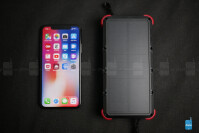 OUTXE-Savage-Solar-Charger-Powerbank-Hands-On-2