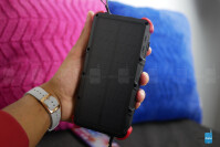 OUTXE-Savage-Solar-Charger-Powerbank-Hands-On-5