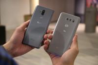 LG-G7-ThinQ-vs-LG-V30-first-look010.jpg