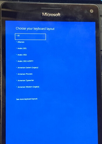 The Lumia 950 XL booting up with Windows 10 for ARM - Microsoft Lumia 950 XL boots up with Windows 10 for ARM installed