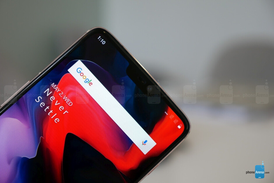 The AMOLED panel features elegantly rounded corners. - OnePlus 6 hands-on: the affordable flagship returns