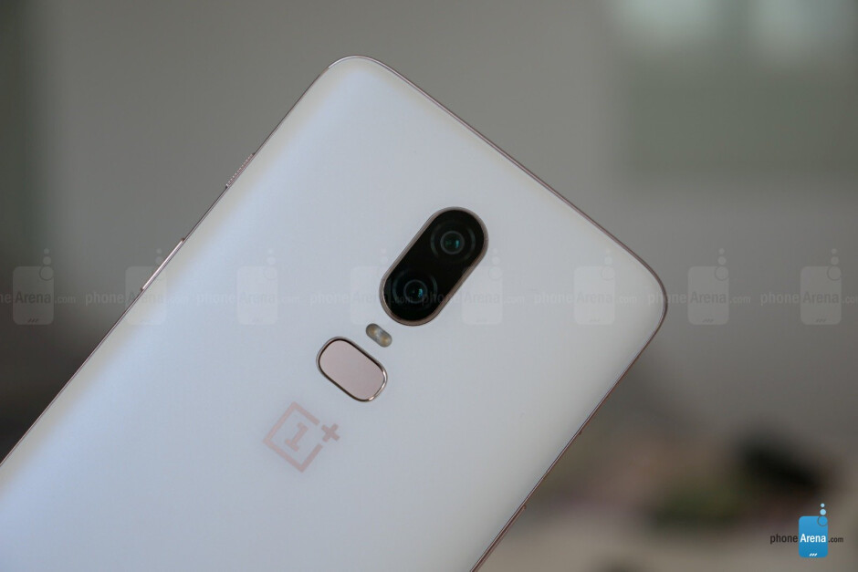 Silk White - OnePlus 6 hands-on: the affordable flagship returns