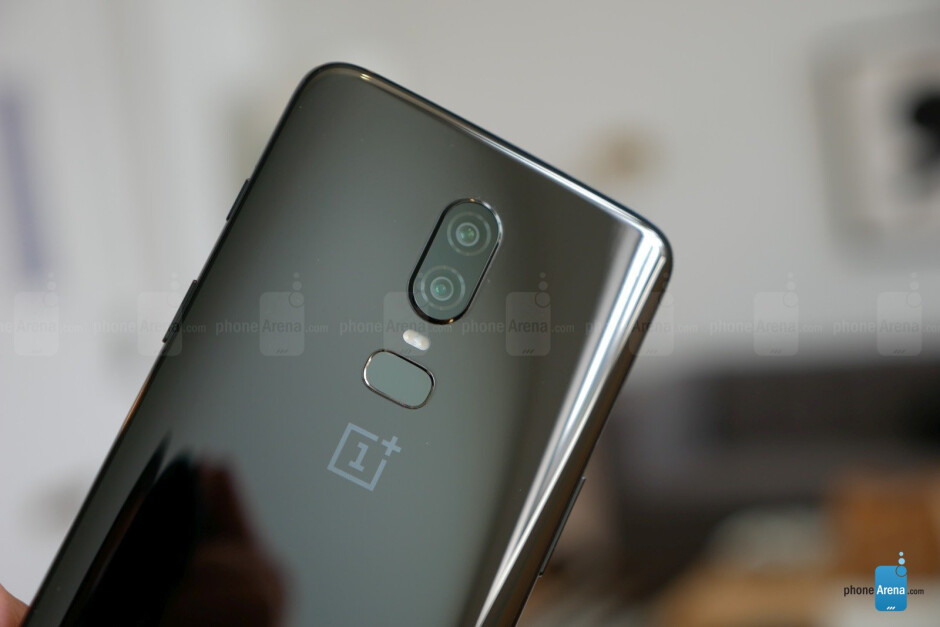 Mirror Black - OnePlus 6 hands-on: the affordable flagship returns