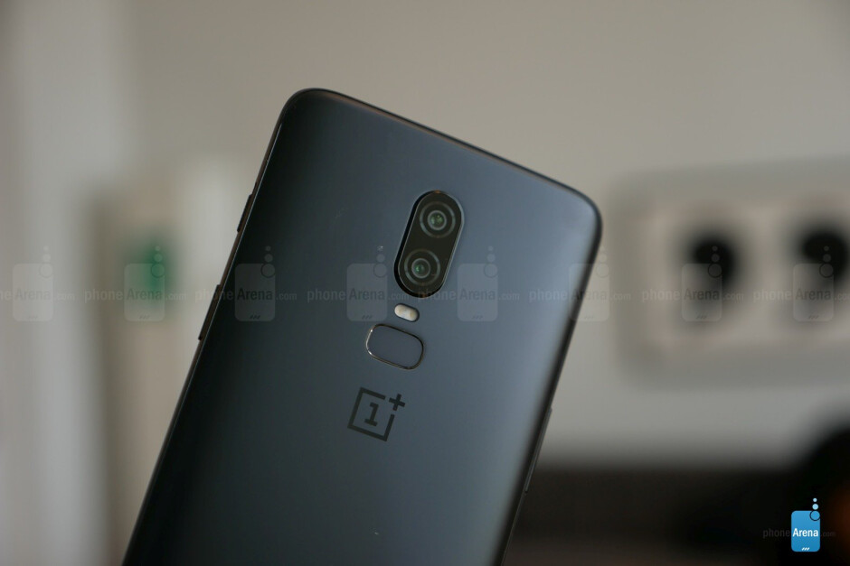 Midnight Black - OnePlus 6 hands-on: the affordable flagship returns