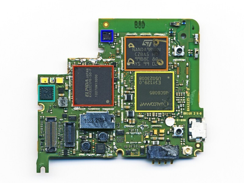 CDMA chip in yellow - Motorola DROID 2 gets disassembled for your viewing pleasure