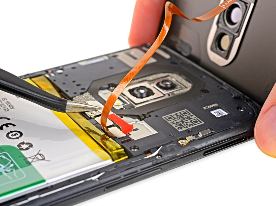 OnePlus 6 teardown: glass makes it much harder to repair