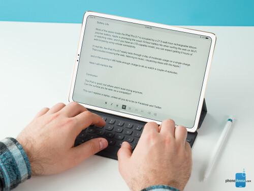 Bezel-less iPad design concepts