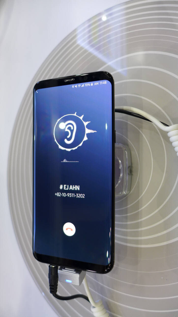 Samsung and LG to commercialize sound-emitting phone ...