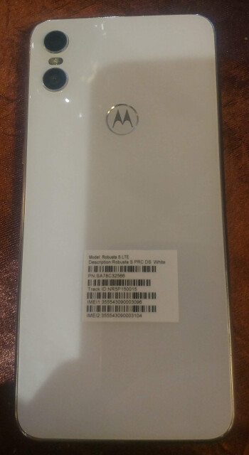 White Motorola One shows its glass rear finish in live images