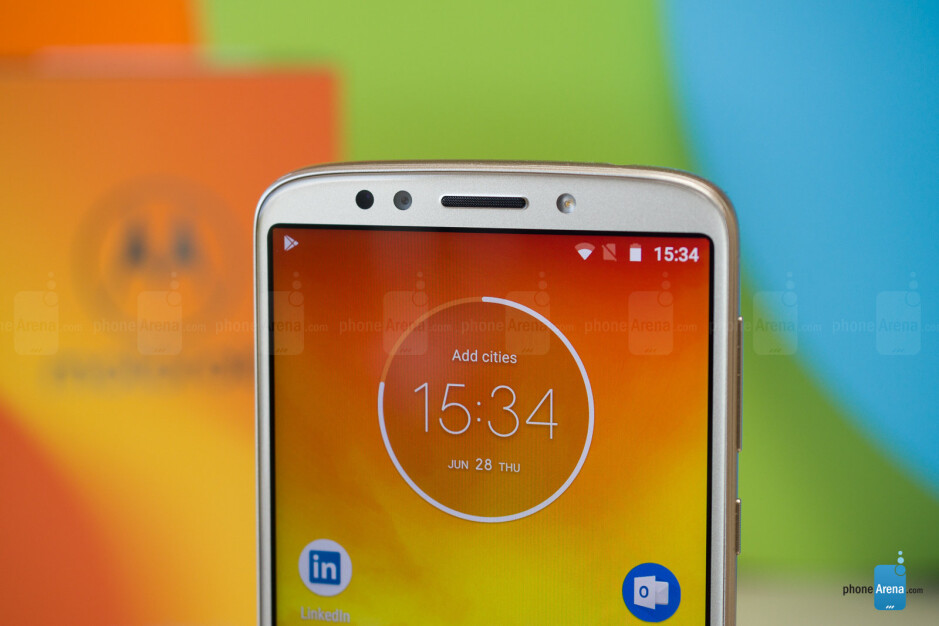 Moto E5 in gold - Moto E5 hands-on: big battery and clean Android on the cheap