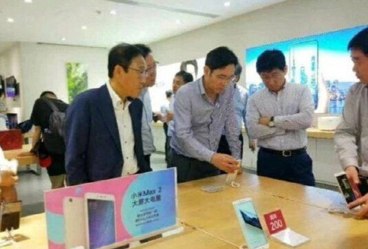 This grainy pic shows Samsung's VC Lee testing Chinese smartphones in a Shenzhen shop, allegedly resulting in a change in a finalized Note 9 design to make it thinner - The foldable Galaxy X nears release, as Samsung needs a unique phone to top Apple and China