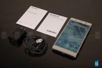 Sony-Xperia-XZ2-Premium-unboxing-5-of-9