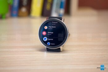 Mit dem naheliegenden Pixelwatch setzt Google die neuen Qualitätsrichtlinien