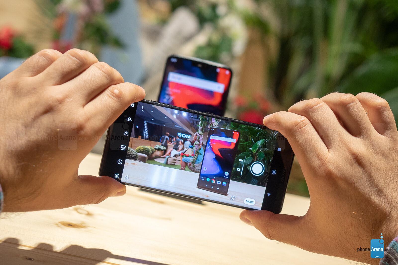 Sony Xperia XZ3 vs OnePlus 6: one is twice the price, so is