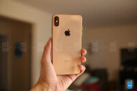 Apple-iPhone-XS-Max-unboxing-and-first-look-3-of-12