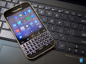 The Bold 9000 made it simple to type with its new layout, which was so popular amongst users and critics that its general layout and style were implemented in subsequent and more recent devices, like the BlackBerry Classic and even the KEY2.