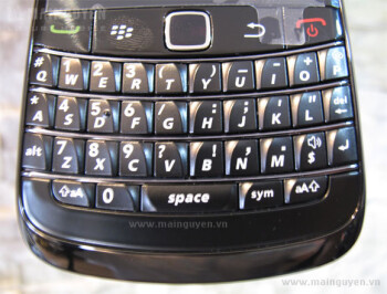 More leaked shots of the BlackBerry Bold 9780 appear courtesy of Vietnam
