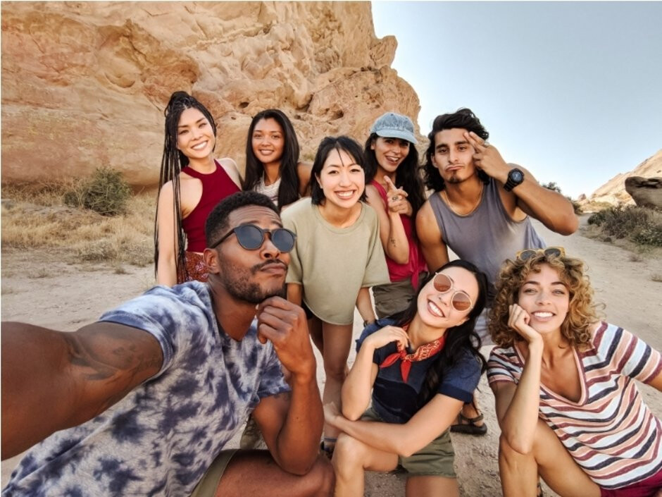 The new front cameras on the Pixel 3 and 3 XL can capture wide-angle selfies - Google Pixel 3 and 3 XL: all the new features