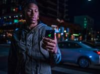 razer-phone-2-lifestyle-4