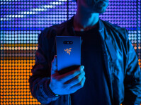 razer-phone-2-lifestyle-10