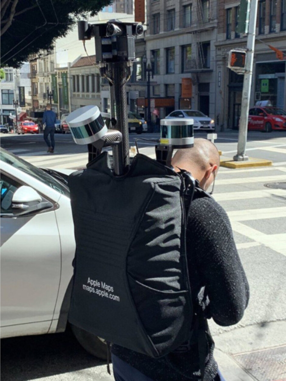 Carrying a special backpack, Apple employee surveys the streets of San Francisco - Apple has started collecting data for Maps on foot using a specially equipped backpack