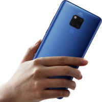 Huawei-Mate-20-X-in-hand