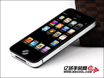 Knock off iPhone 4 brings together three mobile platforms on one device