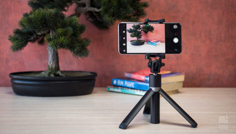Huawei has this nifty selfie stick that turns into a tripod - How to take photos of fireworks with a smartphone camera (iPhone and Android tutorial)
