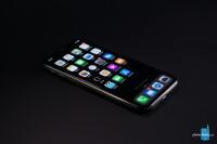 iOS-13-dark-mode-home-screen.jpg