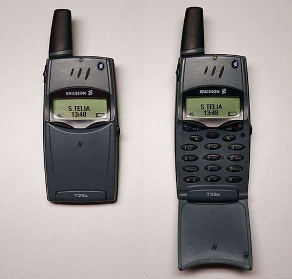 Finding its success among business professionals, the Ericsson T28 featured a nifty spring-loaded mechanism. - These were the classic flip phones that everyone used (and we miss them)