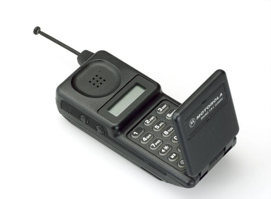 The Motorola MicroTac introduced the flip form-factor back in 1989. - These were the classic flip phones that everyone used (and we miss them)