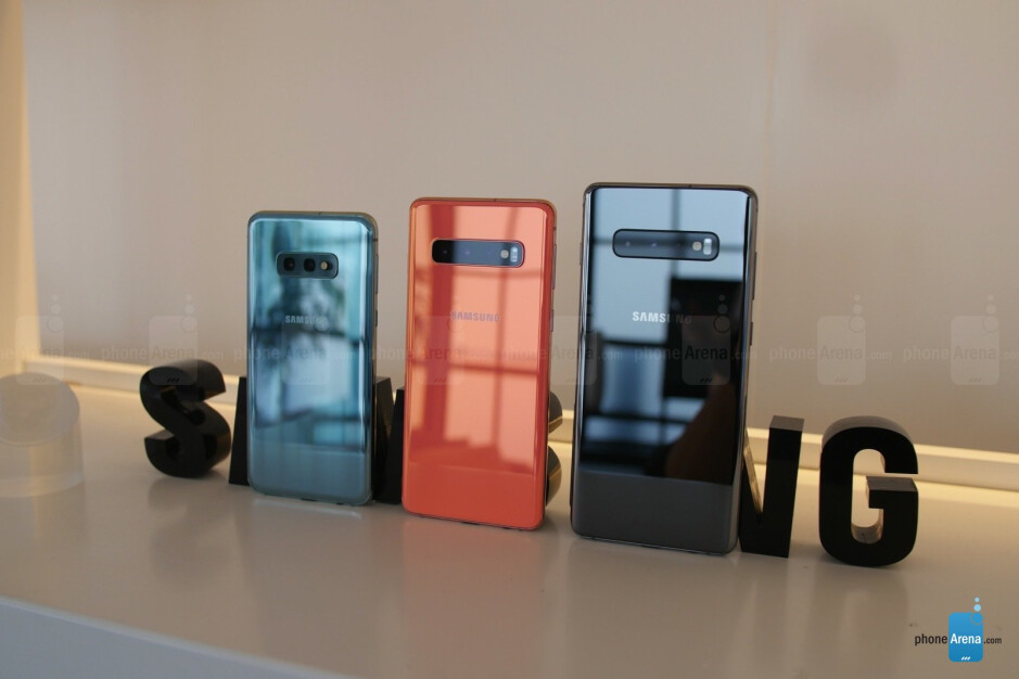 Left to right - S10e, S10, S10+ - Samsung Galaxy S10e hands-on: Big features in a smaller package