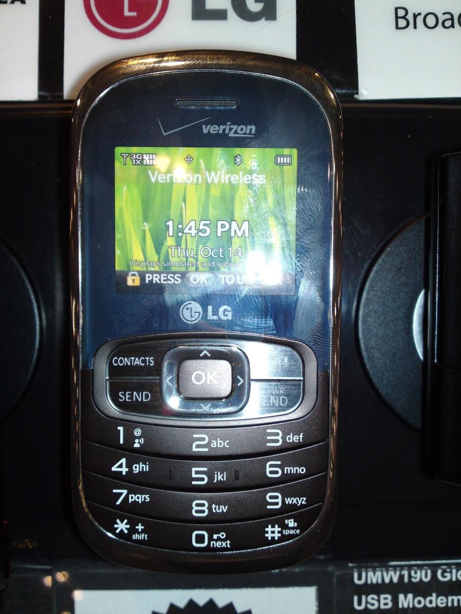 LG Octane dummy units hit Verizon stores