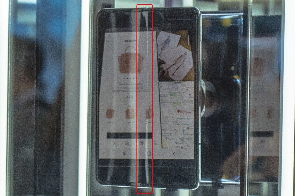 Samsung's Galaxy Fold display has a crease right in the middle
