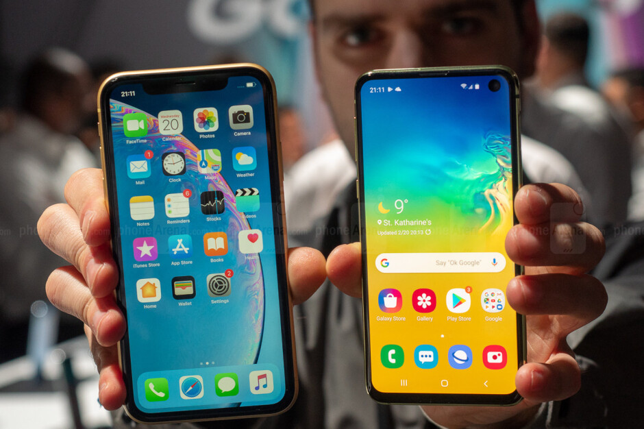 Apple iPhone XR vs Samsung Galaxy S10 - Deal: Samsung Galaxy S10e, iPhone XR, and other phones are 50% off at US Cellular (no trade in required)