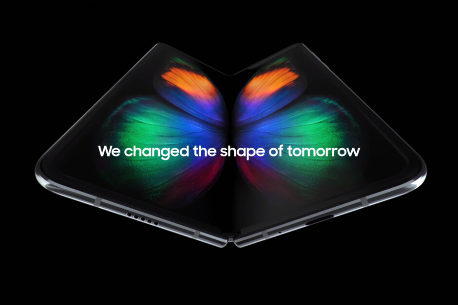 Samsung Galaxy Fold default wallpaper - Leaked Galaxy Fold hands-on video shows everything, display crease included