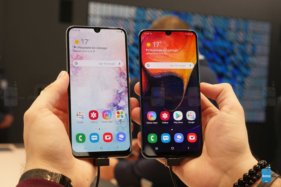 Samsung Galaxy A30(left) and A50 (right) - Not pricey, yet elegant: Samsung Galaxy A30 is now (unofficially) sold in the US, 1-year warranty included