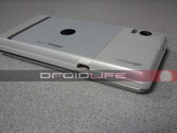 Courtesy of Droid-Life, the Motorola DROID 2 Global in white (L) and black (R)