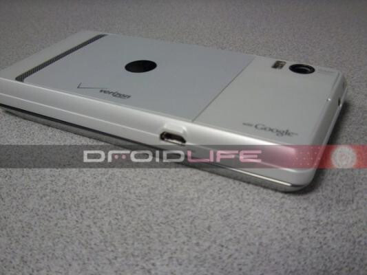 Courtesy of Droid-Life, the Motorola DROID 2 Global in white (L) and black (R) - Motorola DROID 2 Global to come in white and black