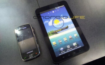 Dummy models of the Samsung Continuum (L) and the Samsung Galaxy Tab (Far Right) are now available at some Verizon stores