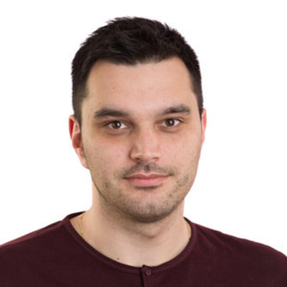 Peter Kostadinov - Versus: For and against curved edge smartphone displays