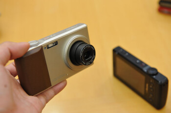 LG L-03C phone features a 12MP camera with 3x optical zoom, Japan only