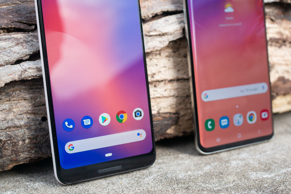 You can clearly see the reflection along the edge of the curved display - Versus: For and against curved edge smartphone displays