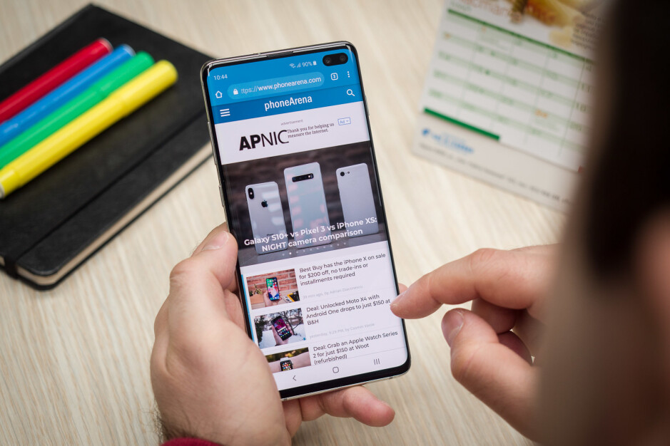 Versus: For and against curved edge smartphone displays