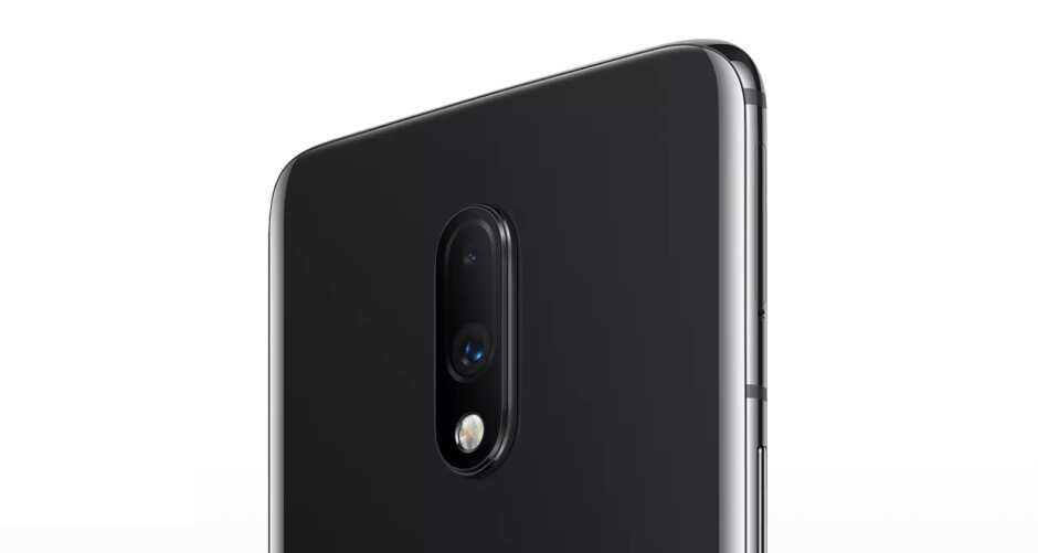 The flashlight moving from the body of the phone to the camera bump is one of the changes, can you find the other? - OnePlus 7 vs OnePlus 6T: should you upgrade?