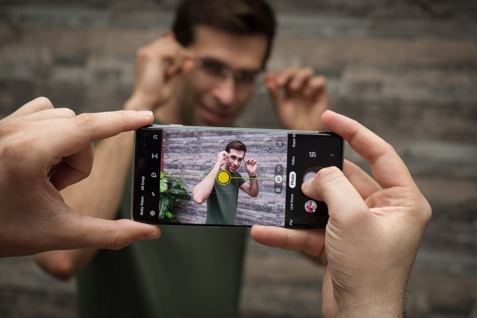 Buggy Galaxy S10 update is causing a lot of problems with popular