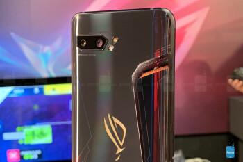 Asus ROG Phone 2 - это невероятно мощный Android-телефон с Snapdragon 855 Plus и воздушным охлаждением.