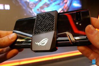 AeroActive Cooler 2 - это дополнительный воздушный охладитель.  - Asus ROG Phone 2 - это невероятно мощный Android-телефон с Snapdragon 855 Plus и воздушным охлаждением [практический]