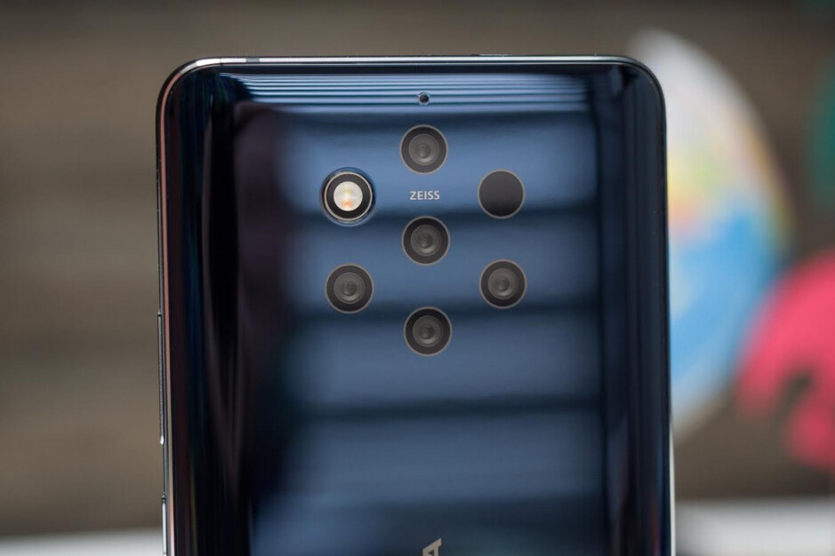 The optical quality on the Nokia 9 PureView is one of the best on a phone according to Zeiss' CEO - Zeiss CEO says that there are limits to the evolution of smartphone cameras