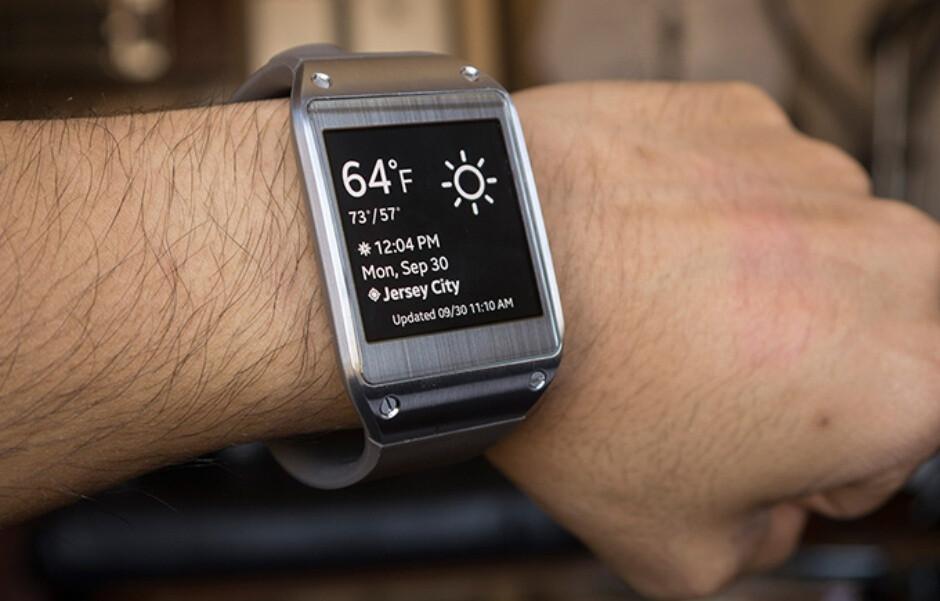 O incômodo Galaxy Gear viu a luz do dia um ano e meio antes do Apple Watch - Por que todos estão tão atrás da Apple no mercado de smartwatch?